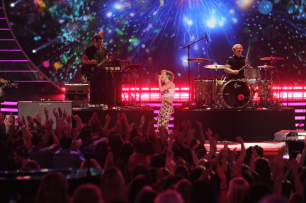 American Idol 2014 Spoilers – Finale – Jena Irene and Paramore Performance 4