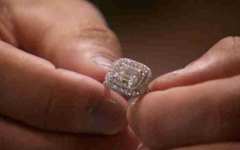 The Bachelor 2015 Spoilers - The Engagement Ring